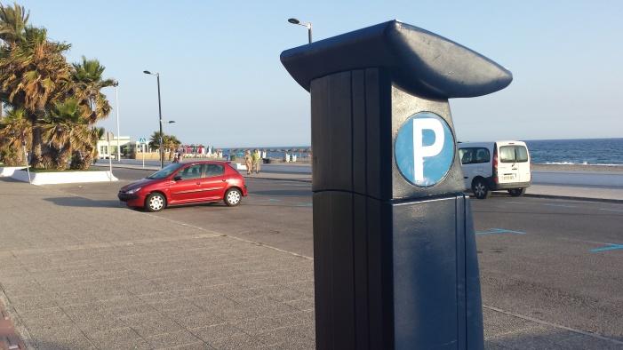 Parquímetro en el paseo marítimo de Salobreña.