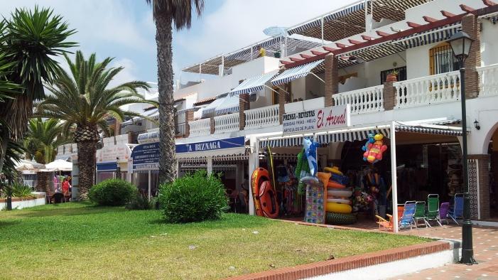 Ayuntamiento y comerciantes de la playa presentarán queja por los apagones