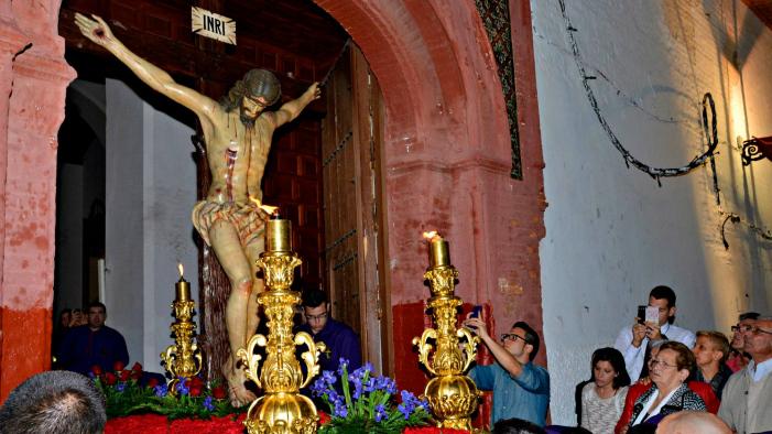 Las cofradías de María Stma. de las Penas y San Juan y del Perdón se preparan para salir este jueves