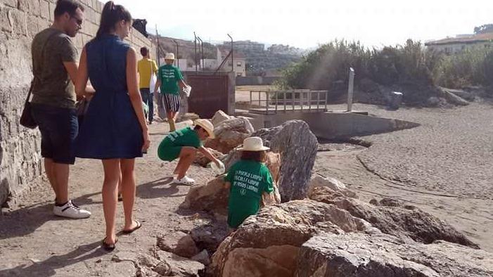 Estrella del Mar realiza una campaña de limpieza con niños con necesidades especiales