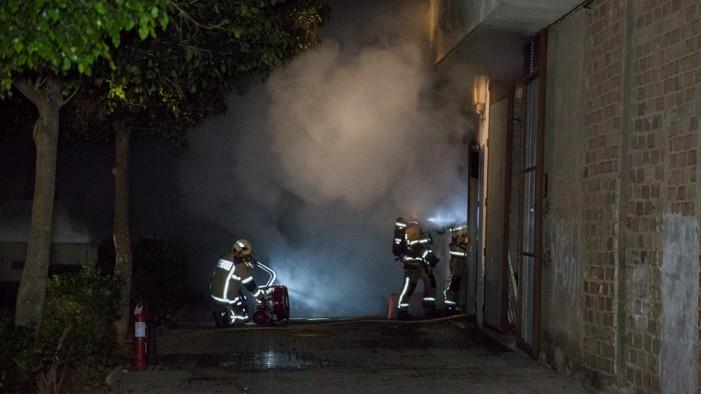 El incendio de una transformador obliga al desalojo de 29 viviendas en calle Quijote