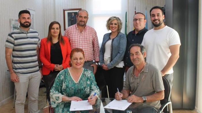 PSOE e IU han rubricado el pacto que los convierte en socios de gobierno para los próximos cuatro años