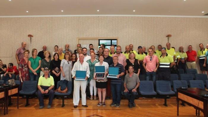 Los trabajadores municipales jubilados en el último año reciben un homenaje