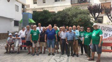 Los pensionistas de Salobreña, que han vuelto a concentrarse en la plaza del Ayuntamiento de la Villa, preparan una movilización a Madrid