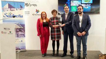 El Ayuntamiento entrega en Fitur su premio 'Sintiendo Salobreña' al programa de Canal Sur 'Destino Andalucía'