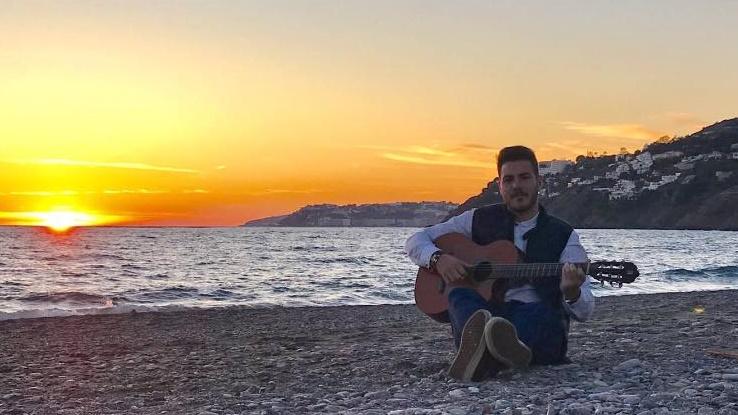 Alfredo Rodríguez ofrece diariamente actuaciones a través de redes sociales