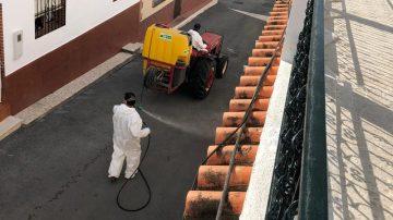 Este viernes ha comenzado el plan de choque de desinfección por calles y plazas de todo el municipio