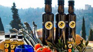 El aceite con denominación de origen Montes de Granada apuesta por el comercio de proximidad