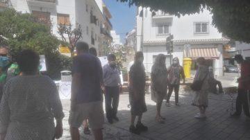 Los pensionistas de Salobreña barajan cesar sus concentraciones semanales durante el verano por la escasa asistencia debido al calor