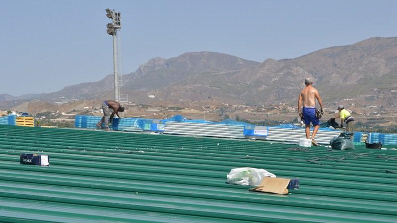 Las obras del tejado del pabellón cubierto de Salobreña estarán terminadas en dos meses